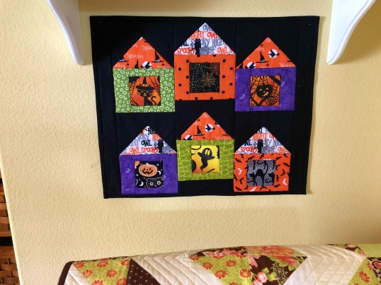 halloween 2018 mini house quilt